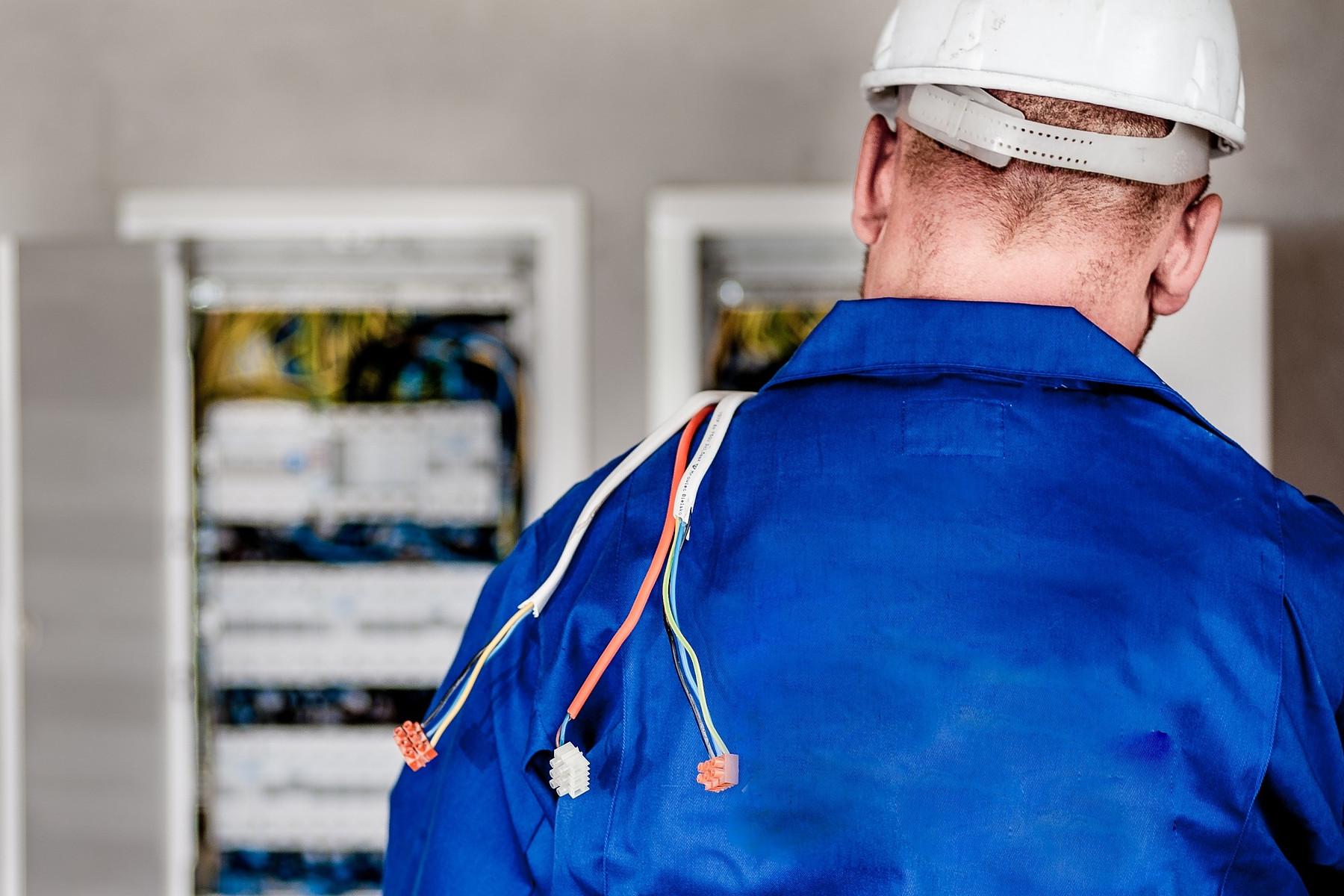 electrician3x2.jpg